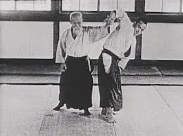 Tohei Koichi recevant san-kyo