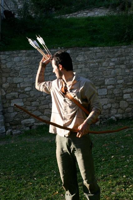 Tirer à l'arc plusieurs flèches en courant (photo Den)