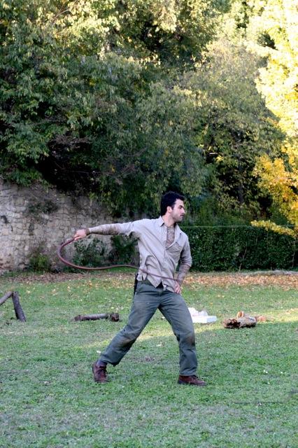 Le fouet, outil de survie et de combat (photo Den)