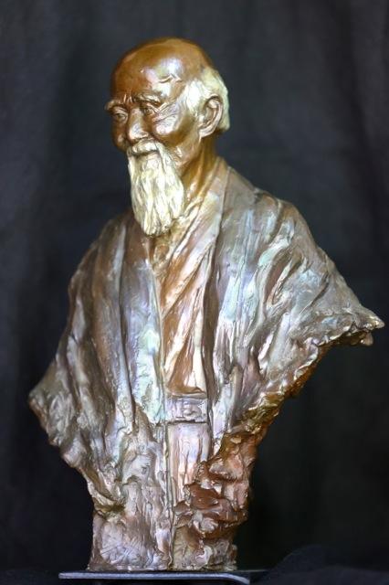 O Sensei Ueshiba Morihei, bronze de 31 cm